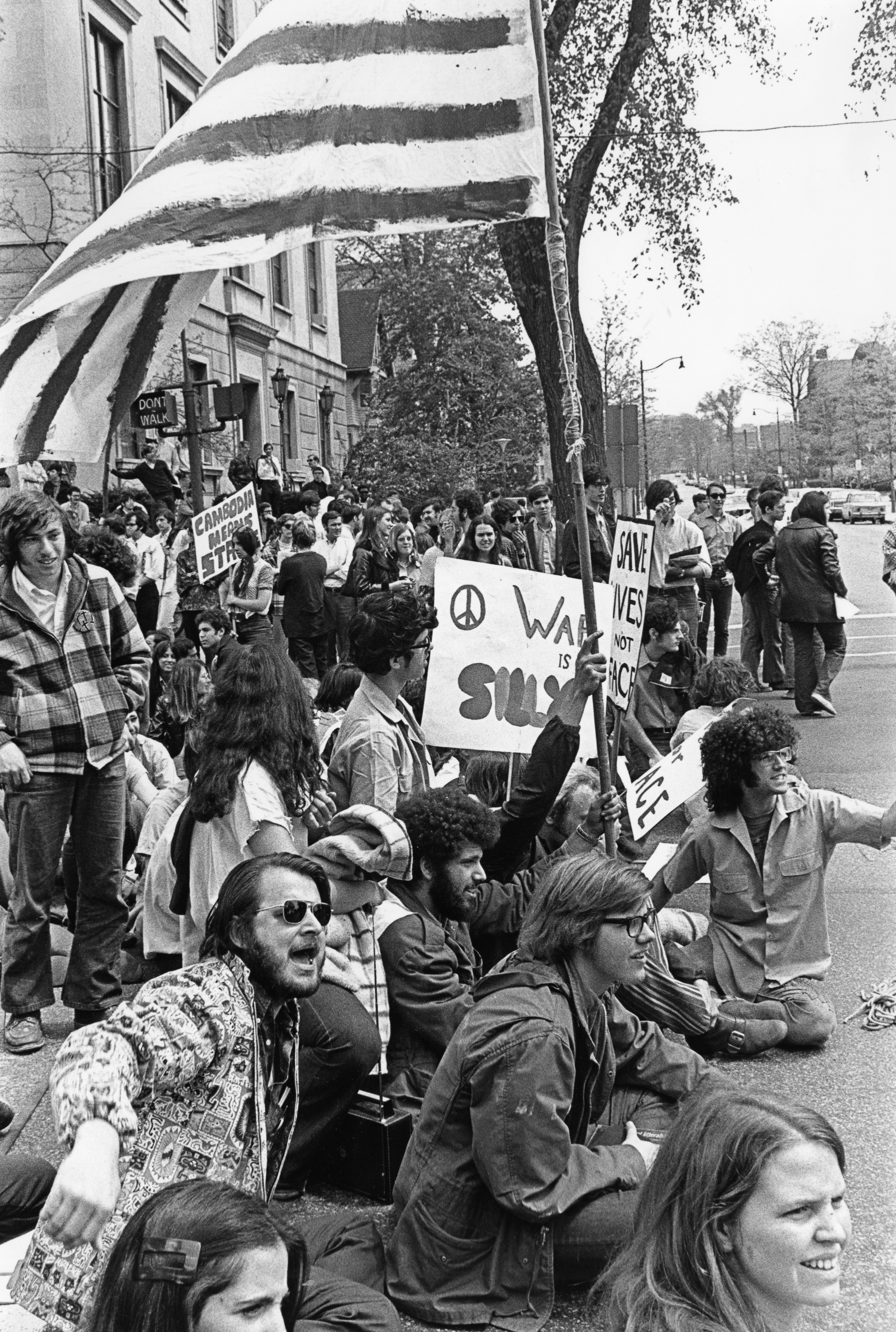 vietnam war protest essays Thesis statement the draft lottery in the vietnam war was unnecessary and uncalled for protest of the war in vietnam create a free website.