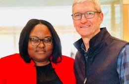 Shanelle Smith poses for photo with Tim Cook