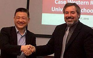 Guanghua Law School Dean Zhu Xinli and Case Western Reserve School of Law Co-Dean Michael Scharf shake hands