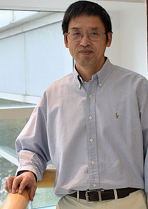 photograph of Xiaofeng Zhu